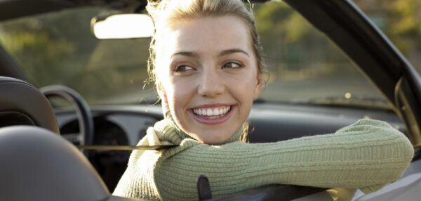 noor naine autos, autode müük