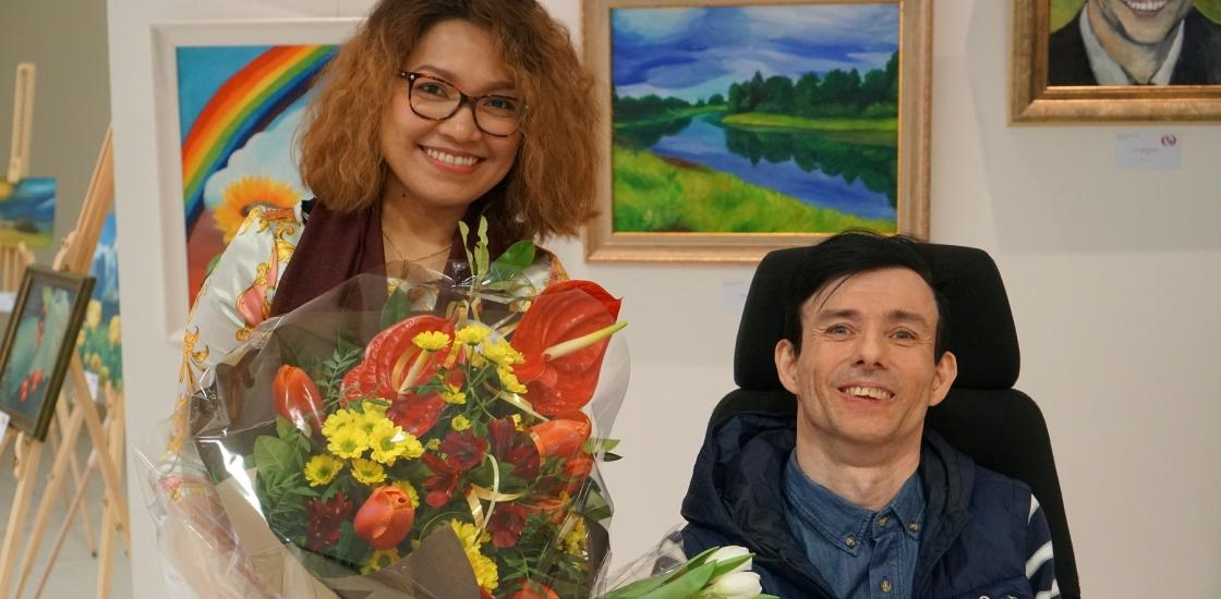"""Mitmekesisuse päeval avati maalinäitus """"Jalgadega maalitud maailma värvid"""""""