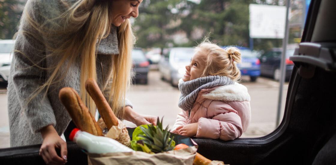 Скромный рост цен облегчает положение домохозяйств